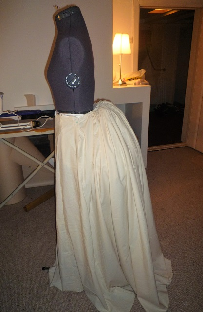 Skirt with full bustle